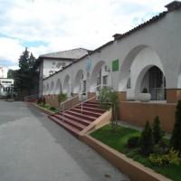 Glavni ulaz u školu (drugi ugao)
