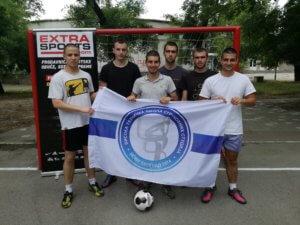 Ekipa 3 sa školskom zastavom