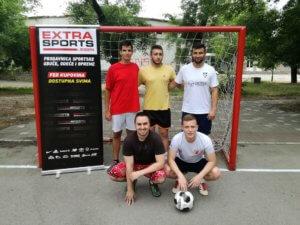 Ekipa 5: Ivanović, Nikolić, Vasiljević (stoje), Ćirić, Zujić (čuče)